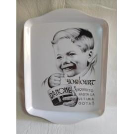 Bonita bandeja en blanco con publicidad yogures Danone.  Vintage. Nueva nunca usada.