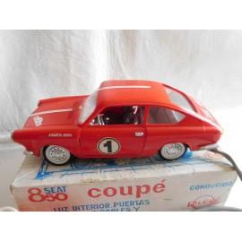 Coche Seat 850 Coupe de Rico. Años 60. Mandodirigido. En su caja original.