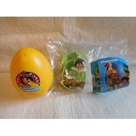 Huevo amarillo Playmobil con una cortesana con todos sus complementos.