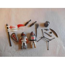 Figuras con complementos Playmobil cruzados.