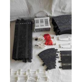 Lote Vintage Scalextric clásico Exin. Transformador, mandos, pistas, puentes, vallas, peraltes.