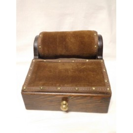 Caja bolillos en madera noble (Roble o Caoba). Cajón lleno de bolillos antiguos. Rodillo y utiles.