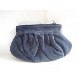 Neceser o bolso de mano en azul terciopelo de Issey Miyake and Jean Paul Gaultier. Nuevo