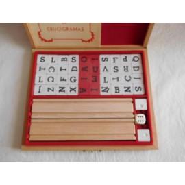 Juego Crucigrama Jose Liabres. Años 50. En caja madera y contenido en madera.