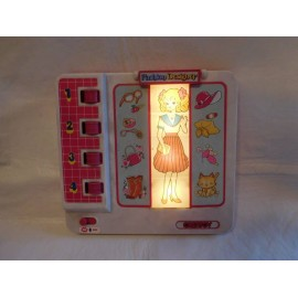 Bonito juego de diseño Creatoy Fashion Designer. Candy candy. Años 80. Con luz y portahojas.