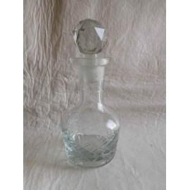 Botella perfumero o licorera en cristal de Bohemia. Con tapón en vidrio esmerilado.