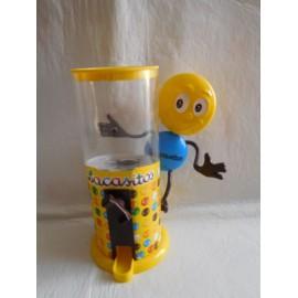 Muñeco promocional Lacasitos con dispensador para Lacasitos. Figura premium Lacasitos.