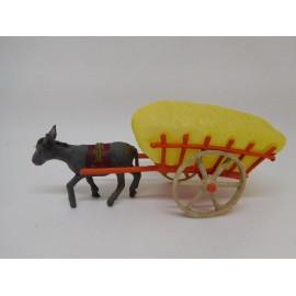 Bonito carro con burro en plástico. Años 60. Juguete de kiosko. Bien conservado.