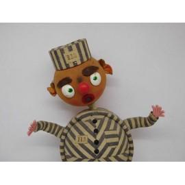 Muñeco de Preso años 30-40 en fieltro y escayola. Con cadena. Una joya.