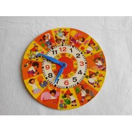 Reloj para aprender las horas con ilustraciones y agujas en plástico. Años 60-70.