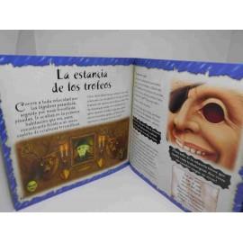 Libro juego Casa Encantada de Susaeta. Libro e complementos para jugar mientras lees.