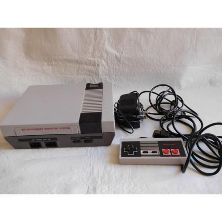 Consola Clónica Nintendo NES. Con mando original NINTENDO. Completa. Años 80.