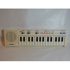Organo CASIO. Modelo PT1. Años 80. En su caja.