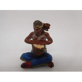 Figura indio con tambor. Goma. Años 50. Fabricado por gama. Ref 35