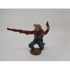 Figura vaquero con pistola y escopeta. Goma. Años 50. Fabricado por gama. Ref 17.