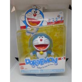 Figura de Doraemon de Bandai en blister. 9 cm de altura.