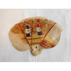 Antigua publicidad de vinos y coñac de Jerez de Gonzalez Byass. Tío Pepe en forma de abanico.