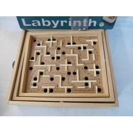 Laberinto realizado en madera de alta calidad. Pintoy.