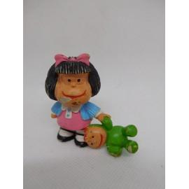 Figura de goma pvc Mafalda con muñeco. Quino. Comic Spain.