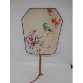 Antiguo pay pay japones en seda pintado a mano de pajarito en rama
