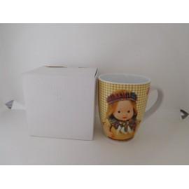 Bonita taza desayuno Barriguitas de Famosa. Nueva en su caja.