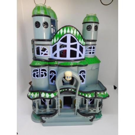 Casa fantasma de famosa del fantasma Casper. Castillo fantasmagorico. Sin contenido.