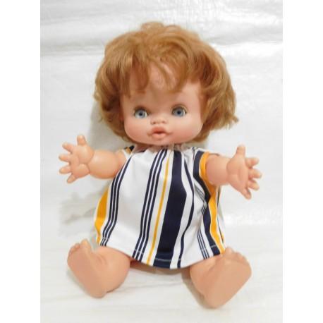 Muñeca Grasita de Famosa con conjunto original. Ojos margarita.