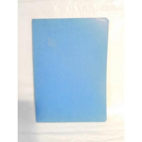 Cuaderno liso color azul. Grapa.  Años 70-80.