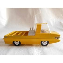 Camión de reparto a tracción de butano butanero. En amarillo futurista. Jyesa.