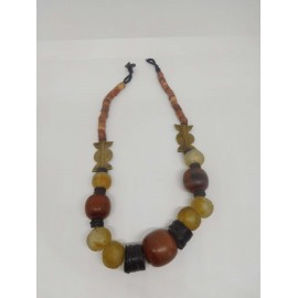 Collar étnico africano. Ceremonial. Piedra, ambar, cuerno, hueso y metal. Antiguo.