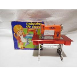 Preciosa maquina de coser años 70. Marca Joal.