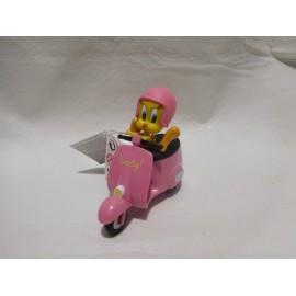 Figura pvc  Piolin montado en moto Vespa. Versión rosa. Warner Bross. Nuevo.