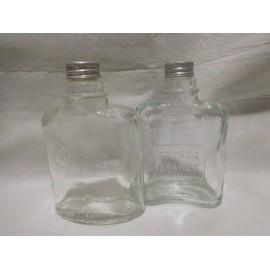 Antiguas botellas de brandy de Domecq tipo petaca con tapón metálico. Años 50.