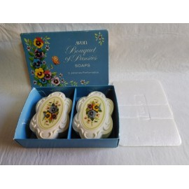 Caja con dos jabones perfumados y decorados antiguos Bouquet pansies de Avon. Años 60