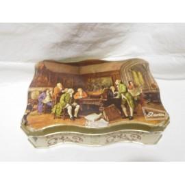 Caja  lata antigua de caramelos El Avión Logroño. Con escena clásica campiña inglesa.