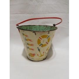Cubo de playa años 40-50 en hojalata pintada. No litografiada. Paya. Con motivos marinos