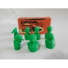 Caja con siete figuras en color verde de la Familia Ulises del TBO. Benejam. Tipo Dunkin.